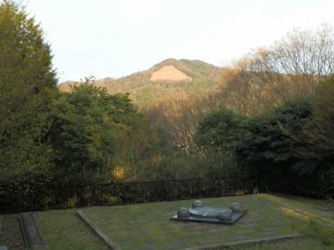 山頂休憩所からの見た大文字山