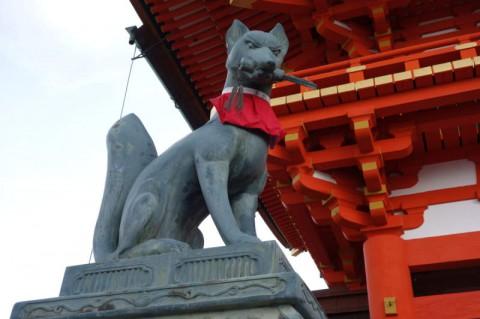 楼門両脇の狐像