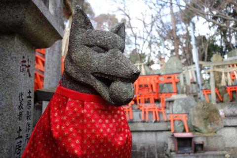 「お塚」の狐像
