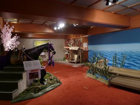 馬や籠、舟など歌舞伎に出てくる乗り物が展示されている。