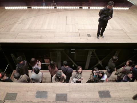 迫りが下がっていくところを上から撮影。
