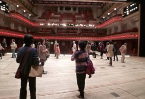 劇場前 (2)