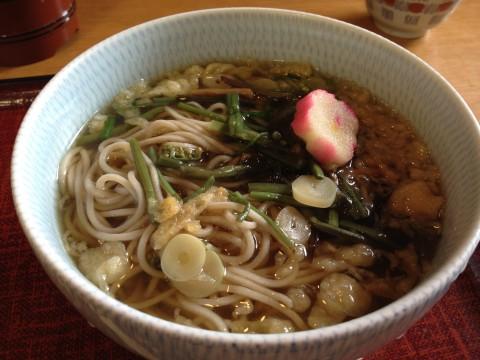 比叡山境内のお蕎麦屋さんで山菜そばをいただきました。