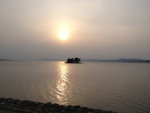 宍道湖の夕日。曇っていてるものの何とか見れました。